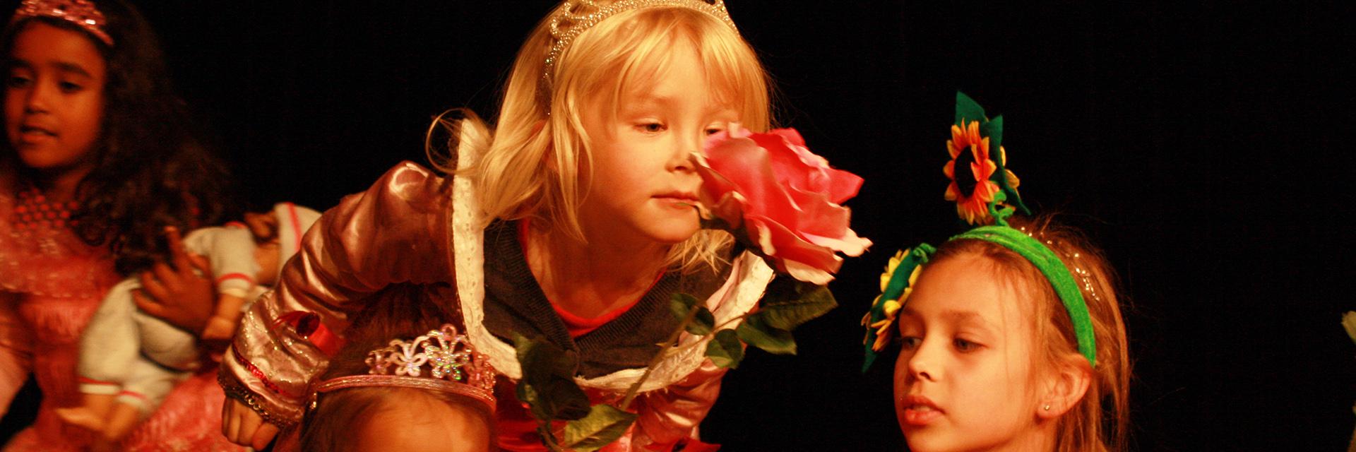 Kinder Spielen Theater Für Kinder Dornröschen Galli Theater Wiesbaden